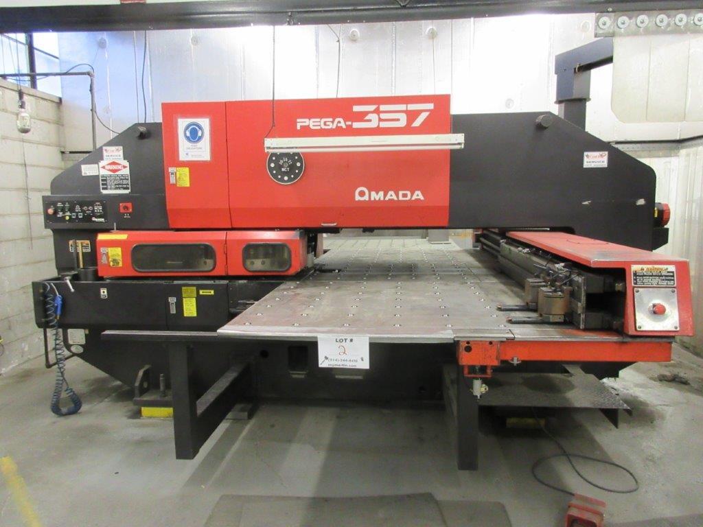 AMADA PEGA 357 hydraulic turret punch press (1993) Cap: 30 Ton, w/t controller 04P-C w/th - Image 2 of 8