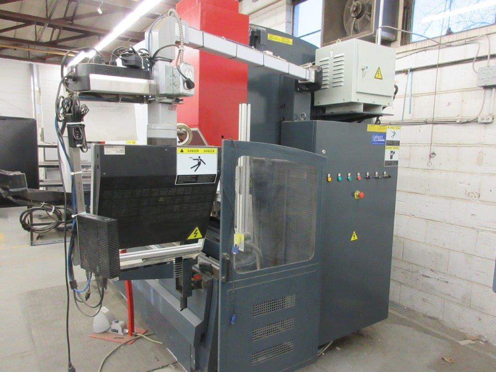 YAHWEI CNC Press brake (2014) 17 KVA 380V Cap:160 Ton ,metric 115 Ton, Model PBB16/3100 10ft, 5ft, - Image 7 of 7