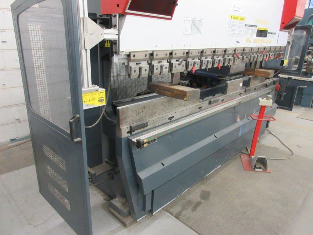 YAHWEI CNC Press brake (2014) 17 KVA 380V Cap:160 Ton ,metric 115 Ton, Model PBB16/3100 10ft, 5ft, - Image 4 of 7