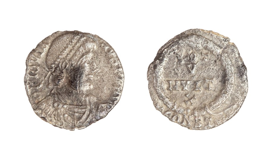 Lot 47 - A silver siliqua of Jovian (AD 363-364) dating to c. AD 363-364. Obverse: DN IOVIA-NVS PF AVG,
