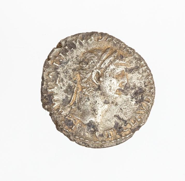 Lot 50 - A silver denarius of Claudius (AD 41-54) dating to c. AD 46-47. Obverse: TI CLAVD [CAESAR AV]G PM TR