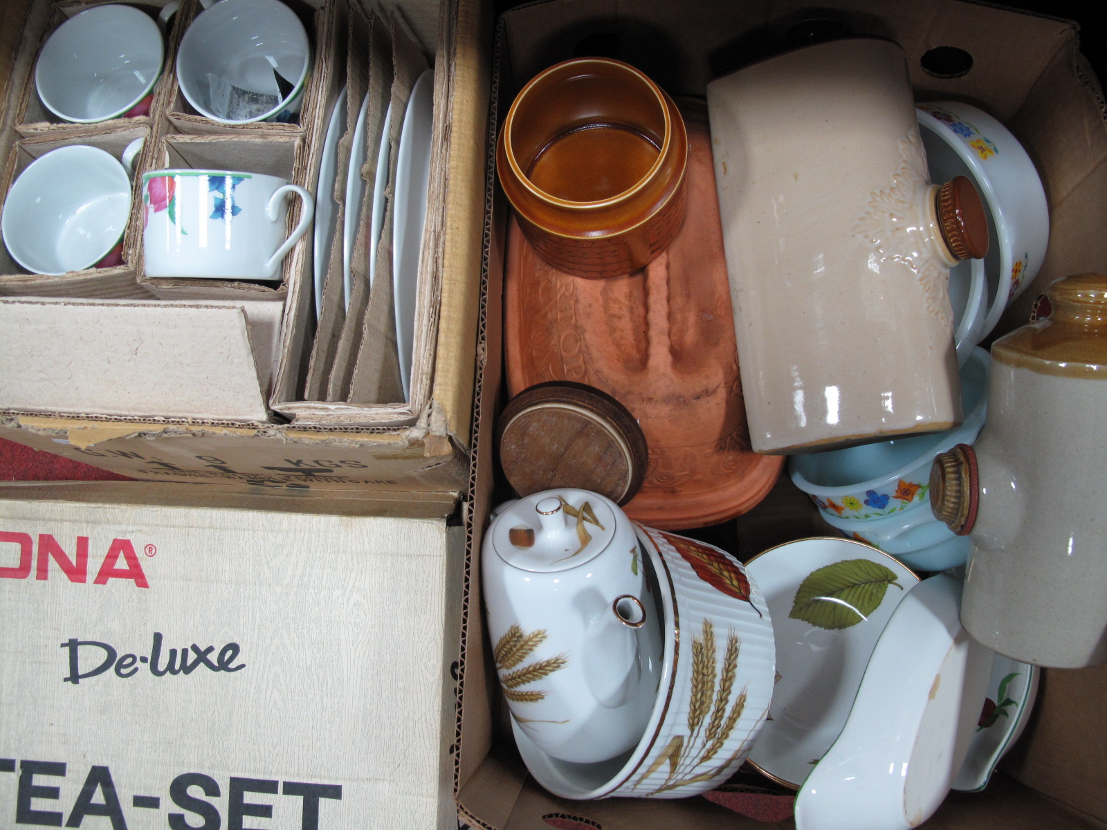 Lot 1034 - Royal Worcester 'Wild Harvest' Dishes, coffee pot, etc; terracotta cooking pot, Pyrex, boxed tea