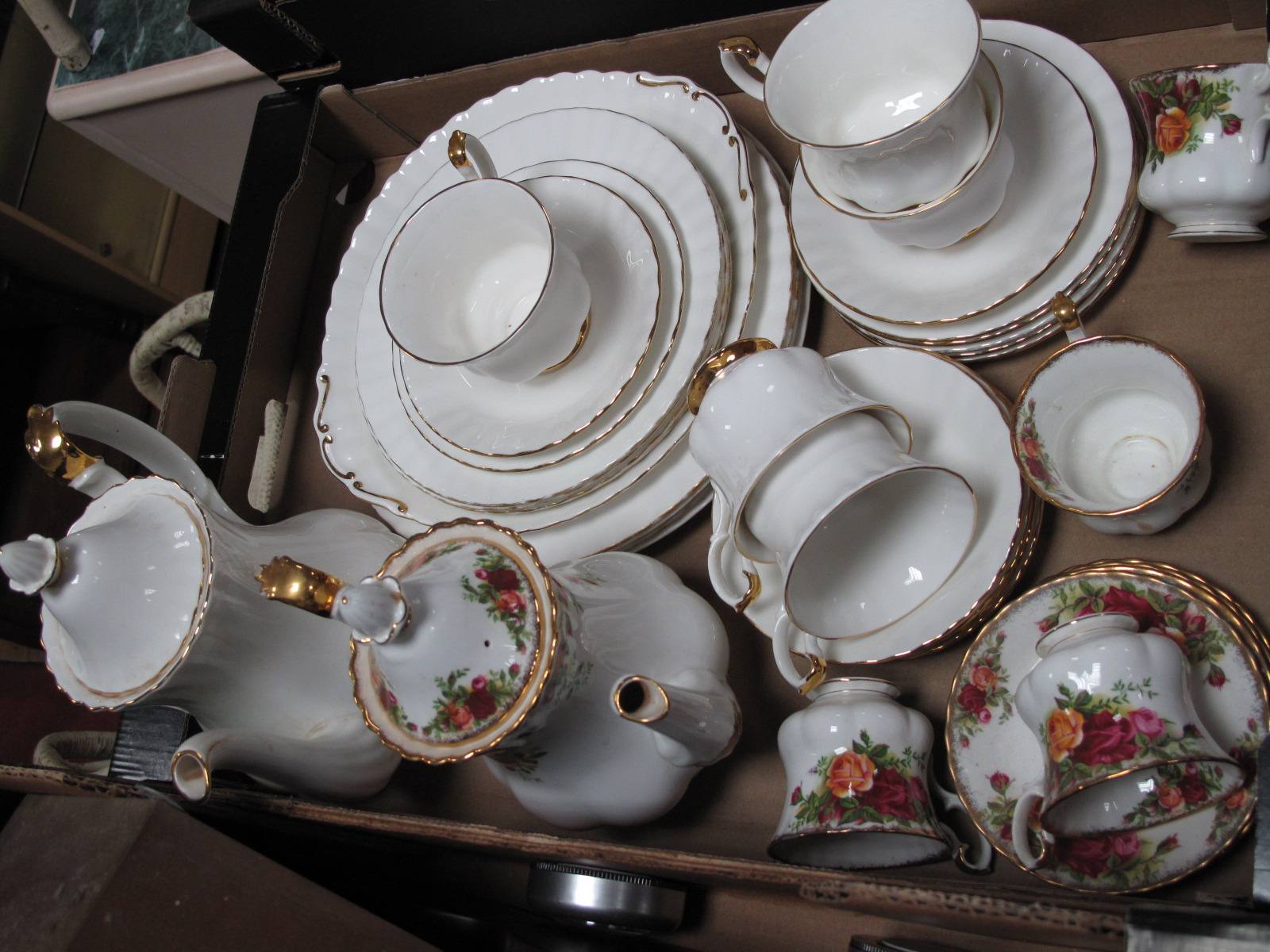 Lot 1049 - Royal Albert 'Val D'Or' Table China, of twenty seven piece coffee set.