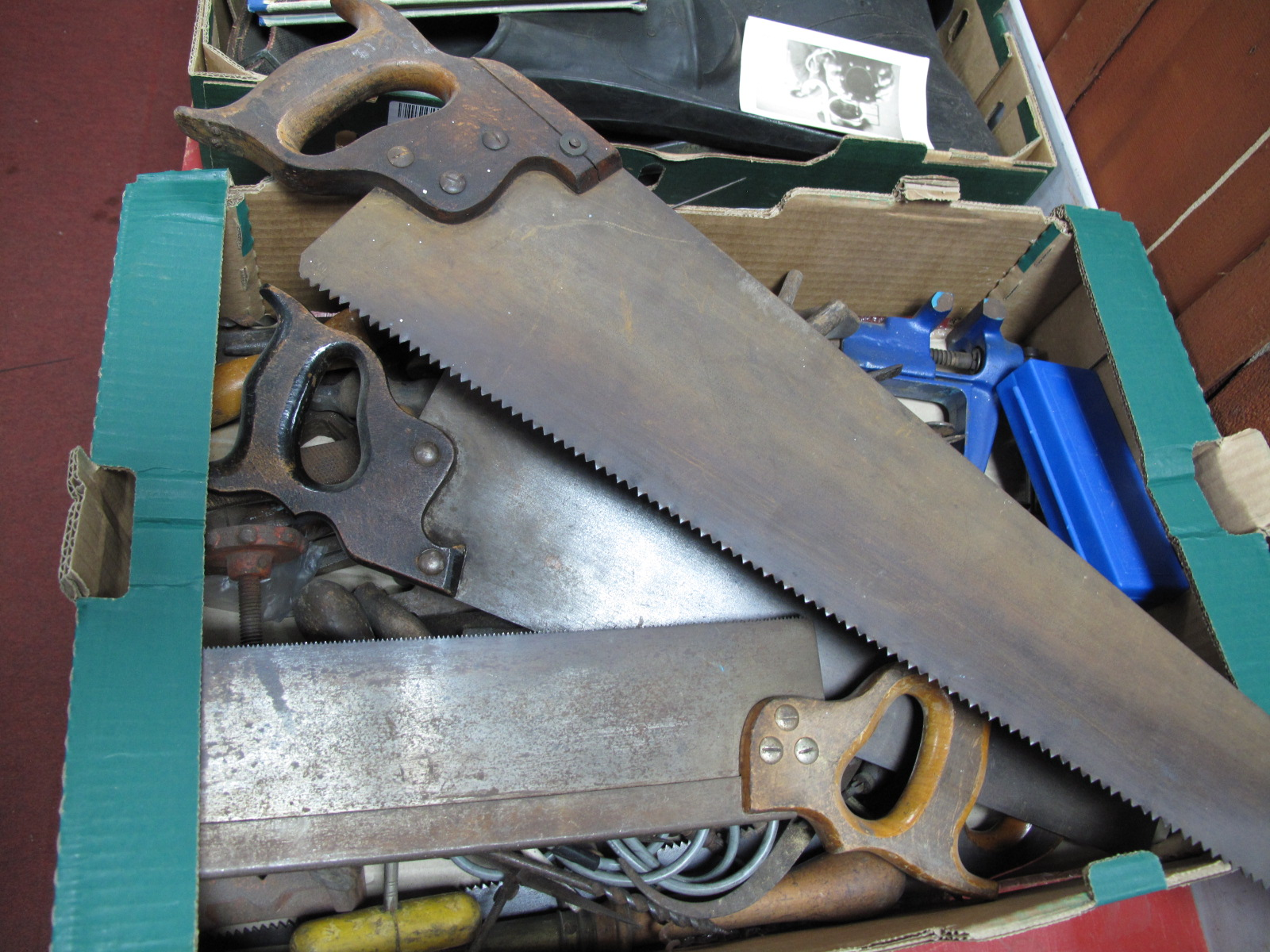 Lot 1059 - Files, table top vice, screwdrivers, saws etc:- One Box