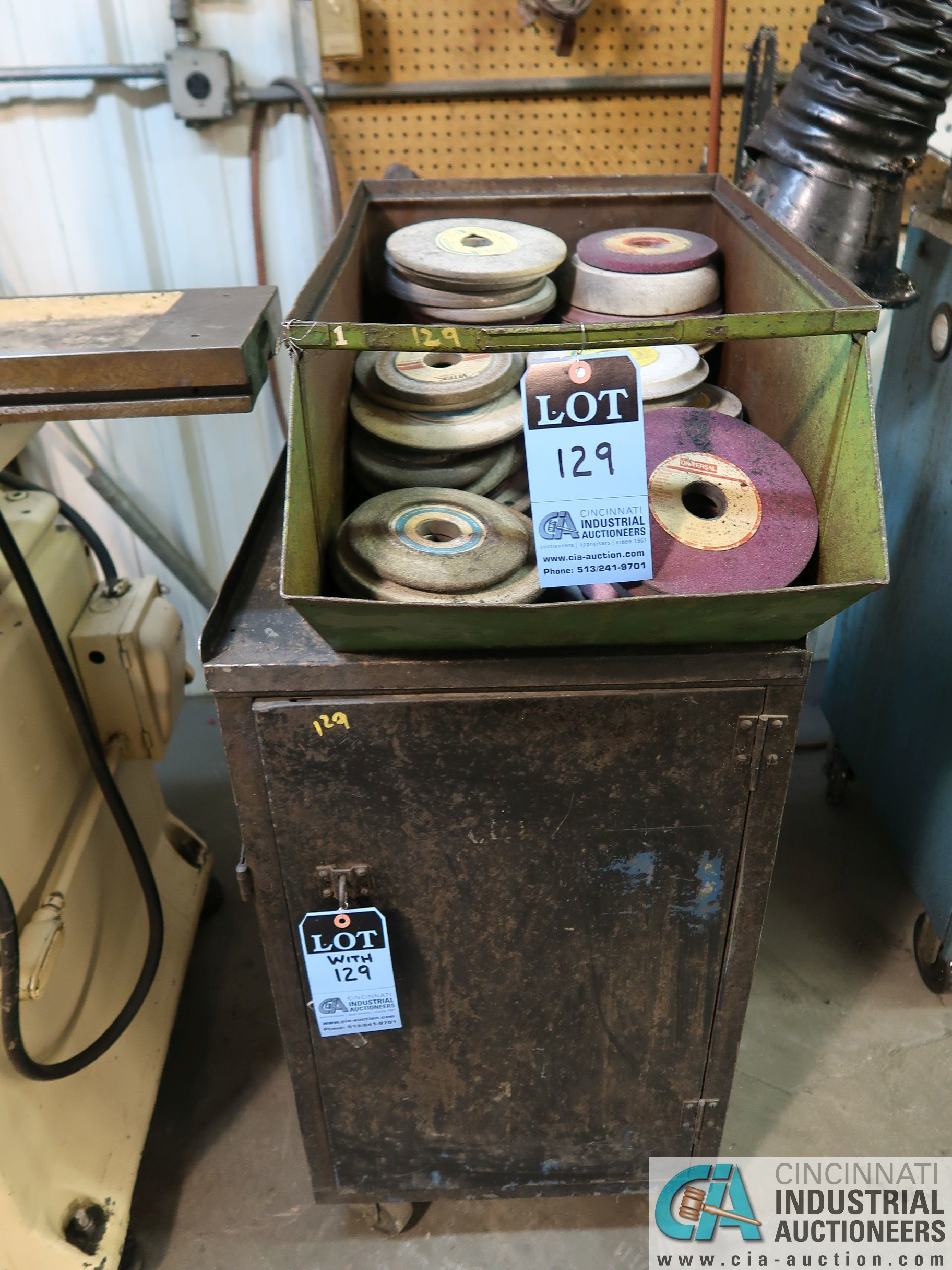 (LOT) MISC. GRINDING WHEELS WITH CABINET
