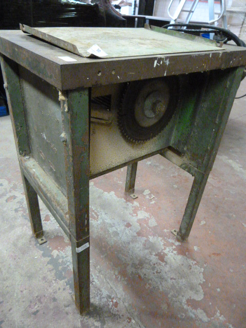 Lot 50 - Small Circular Saw Bench