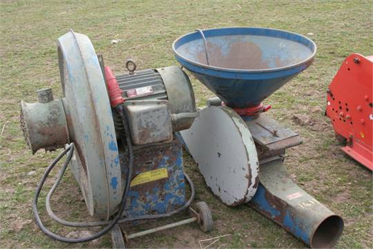Sale Item: KONGSKILDE GRAIN BLOWER & PADDLE FEEDER Vat
