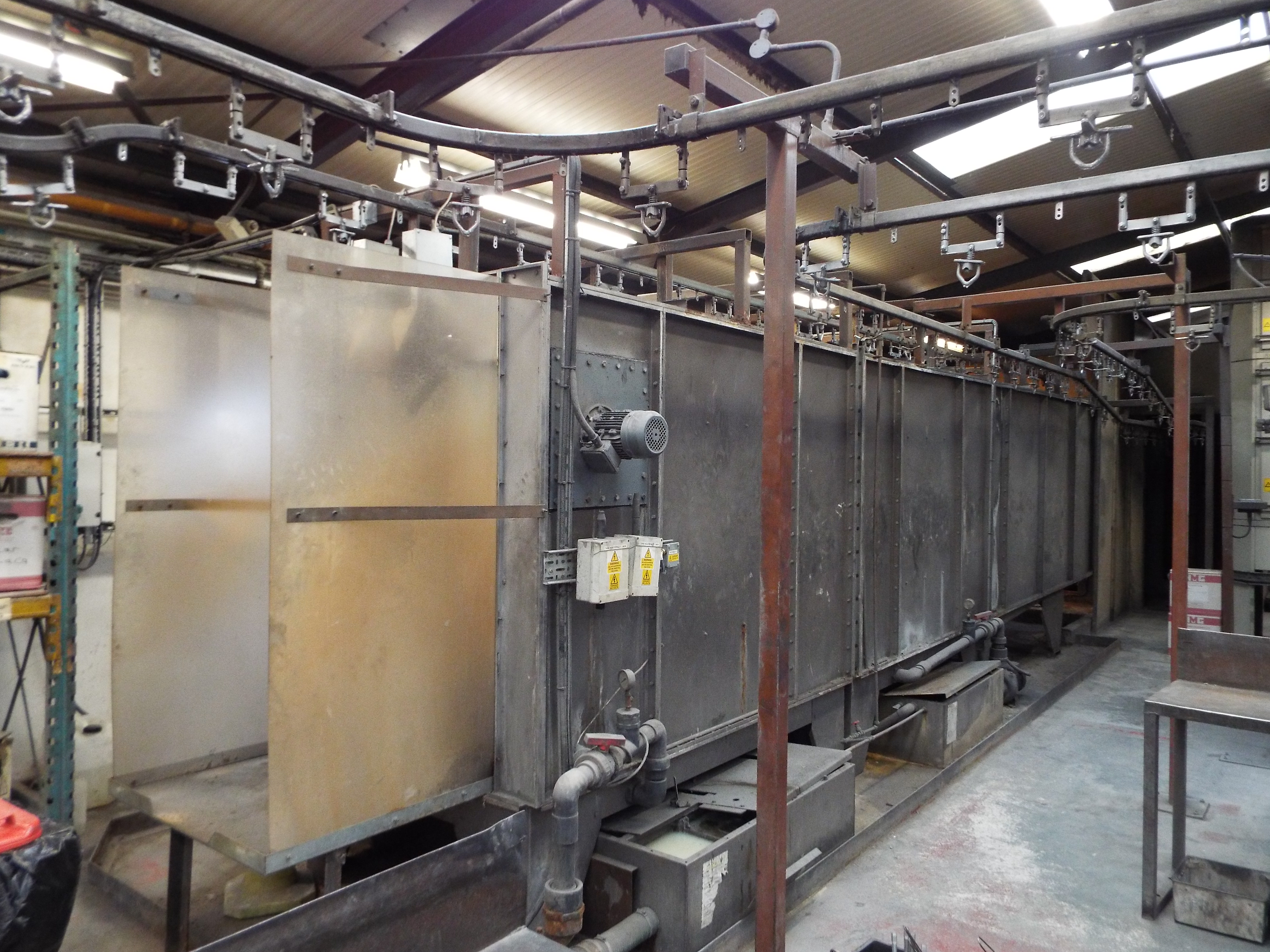 Los 1 - Modern, Compact Nordsen Versa Powder Coating Facility with On-Line Pre-treatment.