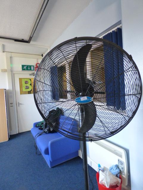 Large Pedestal Fans : Large cyclone pedestal fan