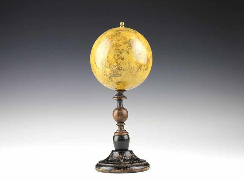 Lot 6 - Globen - Astronomie - - Seltener Manuskript-Mondglobus von W. G. Lohrmann. Dresden um 1830, unter