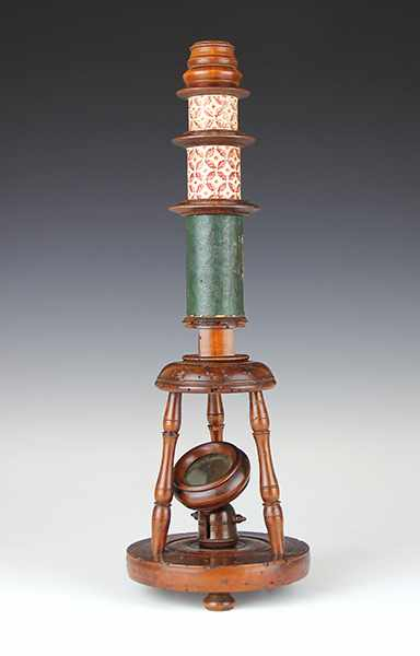 Lot 35 - Vermessung - Geometrie - - Nürnberger Mikroskop um 1770. Obstholz gedrechselt, Papptuben mit