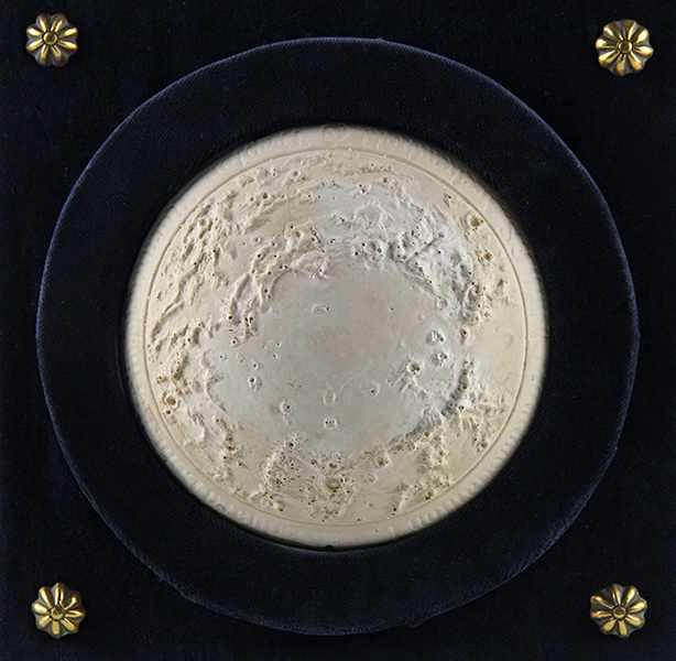 Lot 5 - Globen - Astronomie - - Seltenes Mondrelief nach Fr. S. Archenhold. Berlin 1899, Verlag der