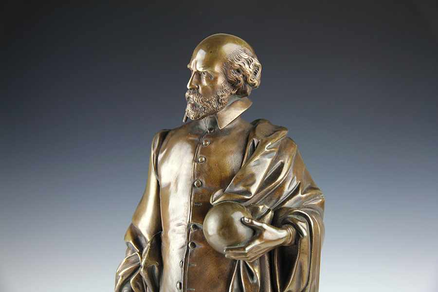 Lot 1 - Globen - Astronomie - - Bronzefigur des Gerhard Mercator (1512-1594) mit Globus und Zirkel.