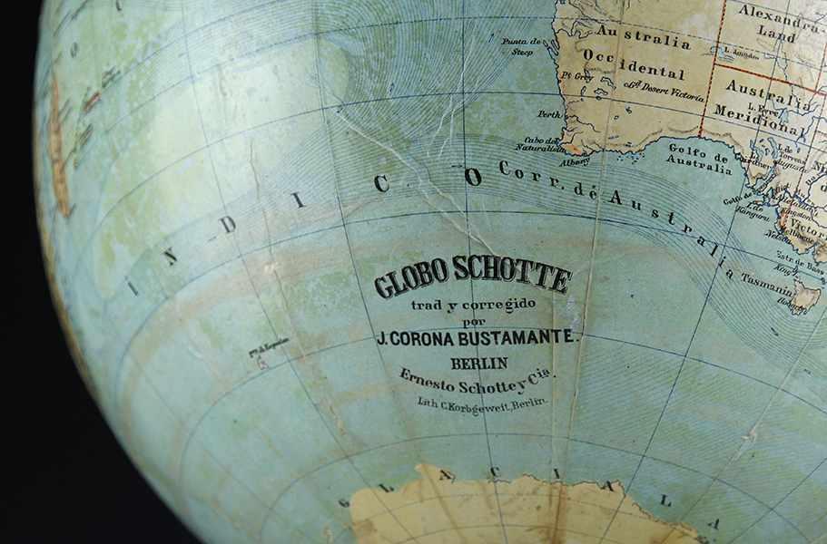Lot 17 - Globen - Astronomie - - Seltener Erdglobus von Ernst Schotte in spanischer Sprache. Berlin um