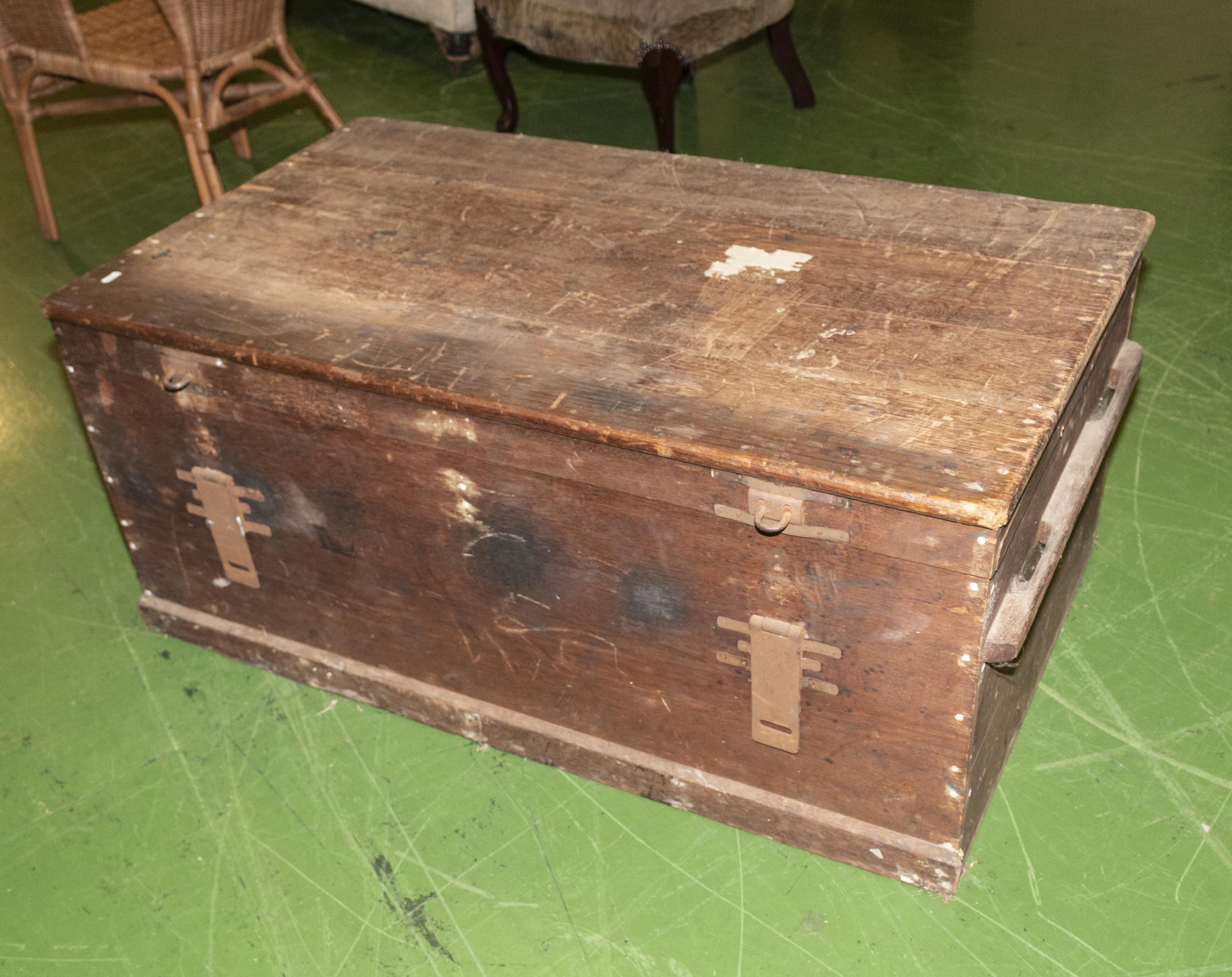Lot 29 - A Victorian pine box.