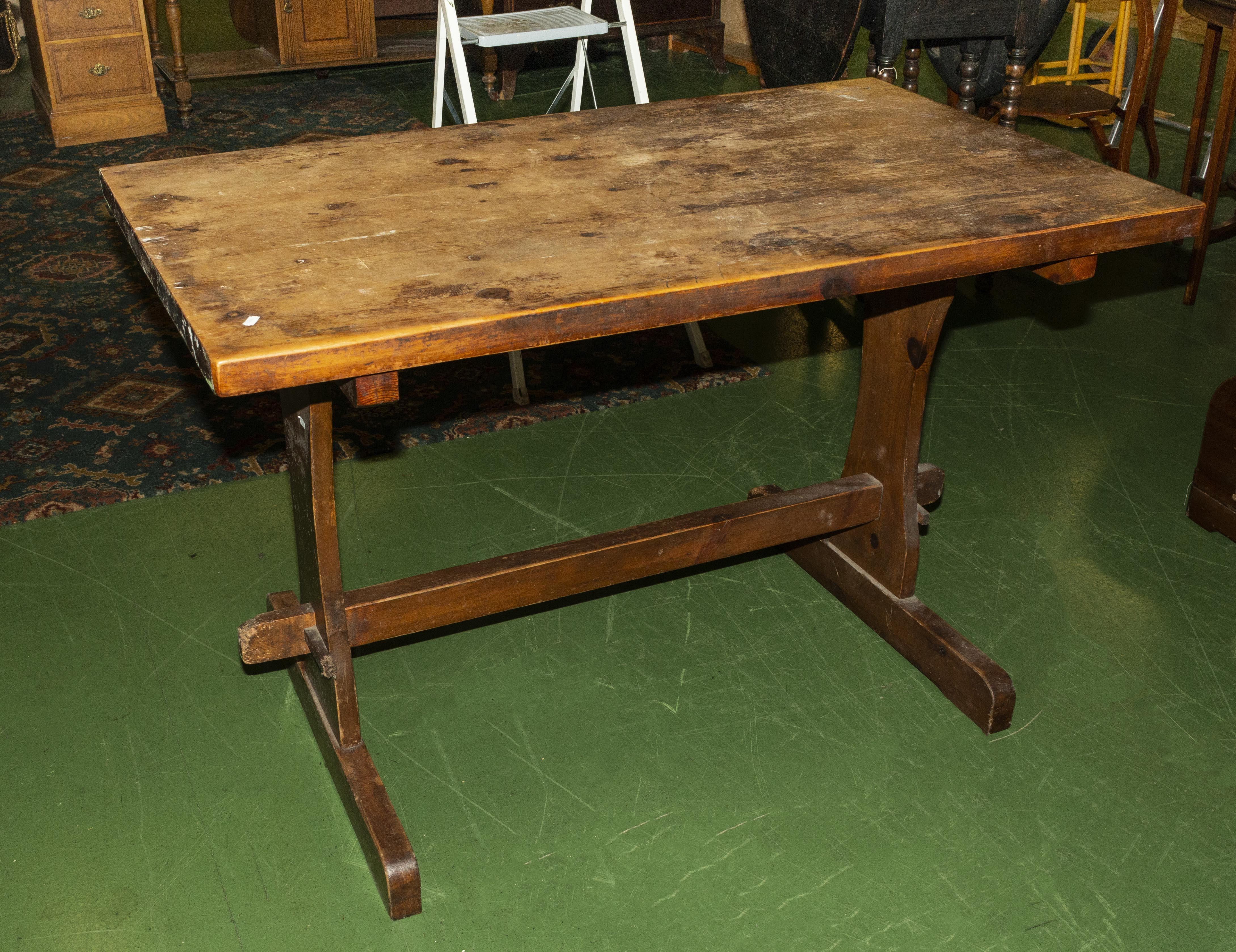 Lot 45 - An oak table