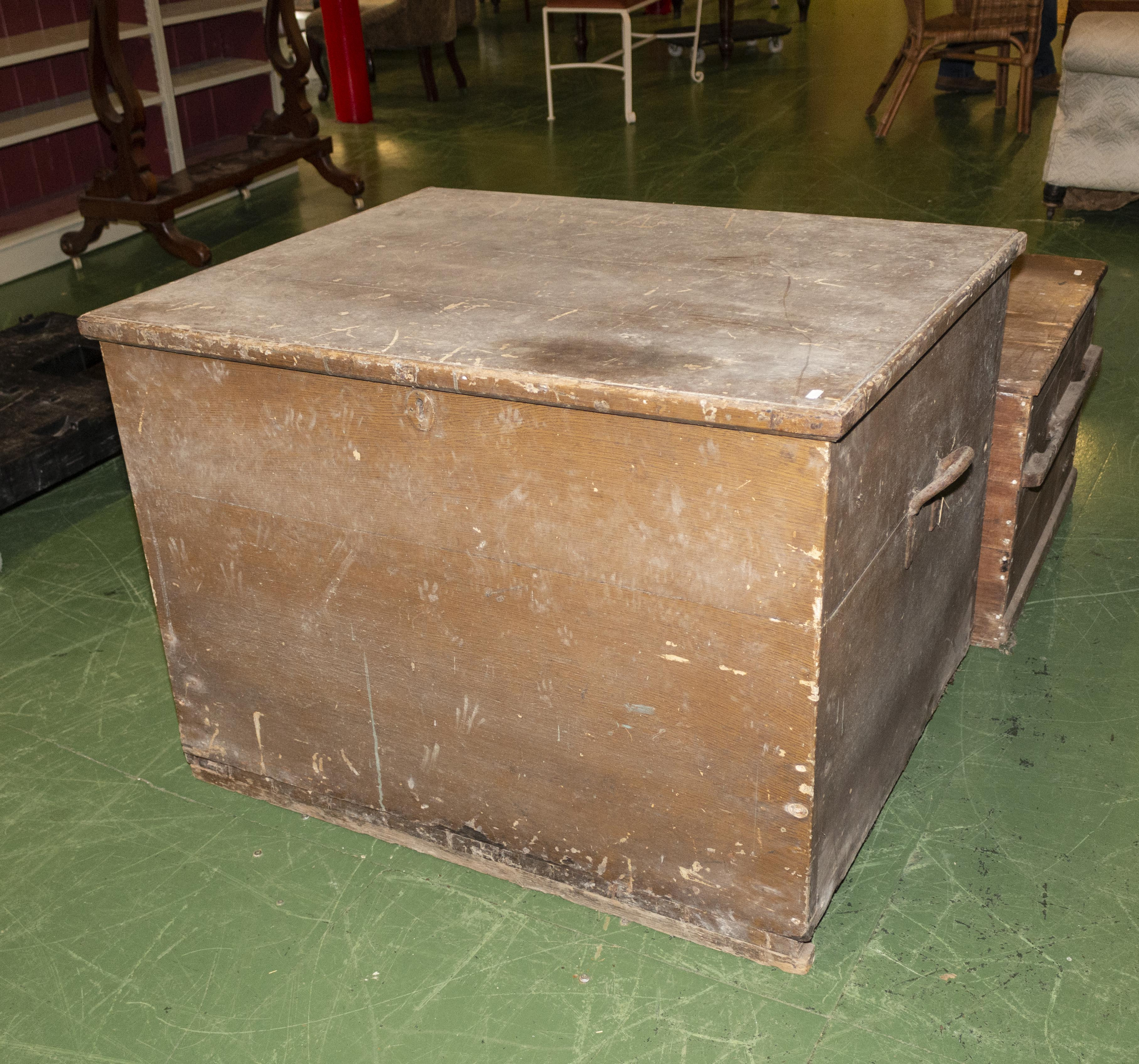 Lot 28 - A large pine bedding box.