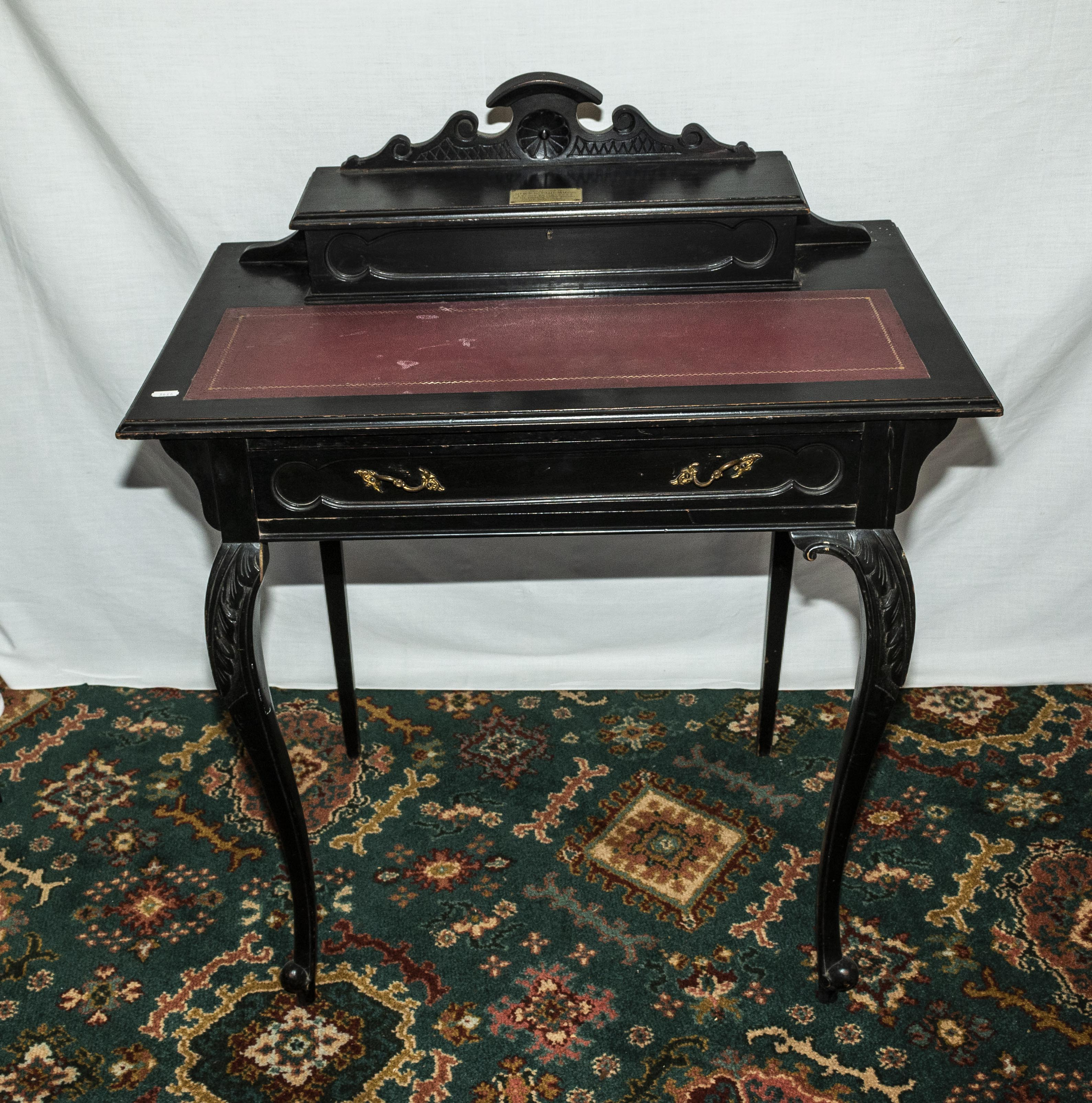 Lot 38 - An Edwardian lady's desk.