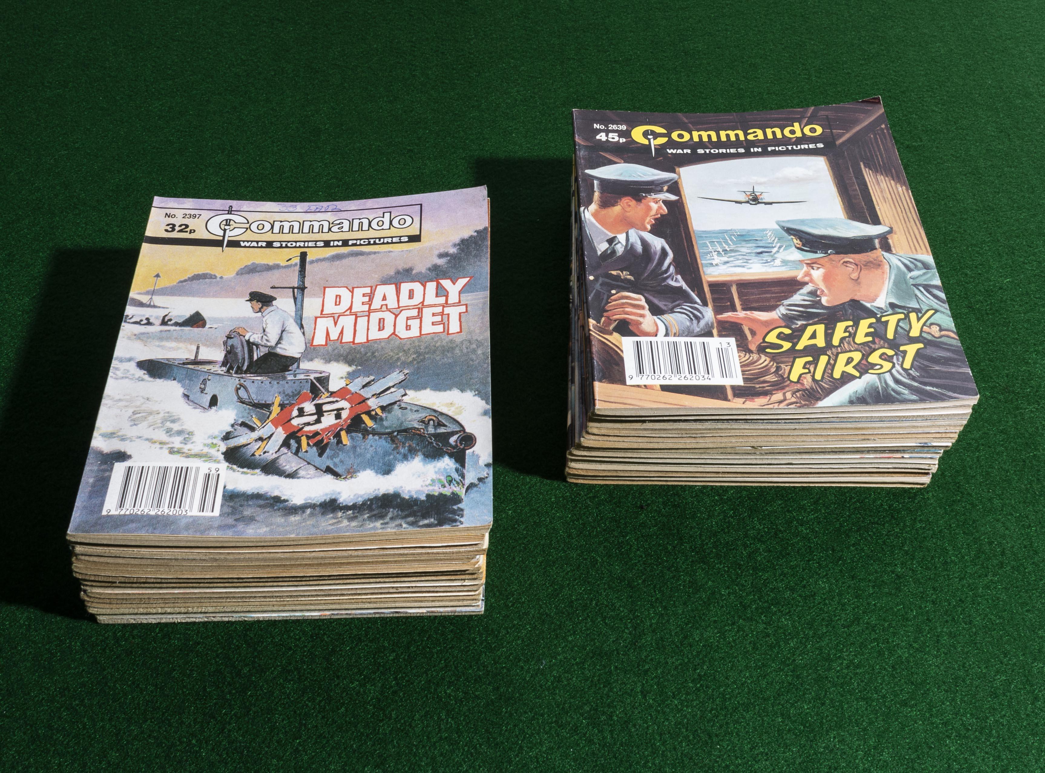 Lot 17 - 30 Commando comic books 1990/93