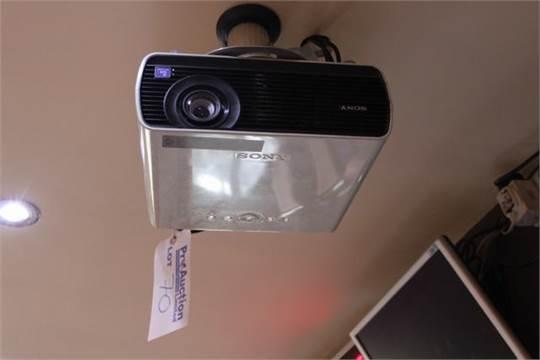 Sony VPL-EX100 digital multimedia projector 2,300 Lumens Native