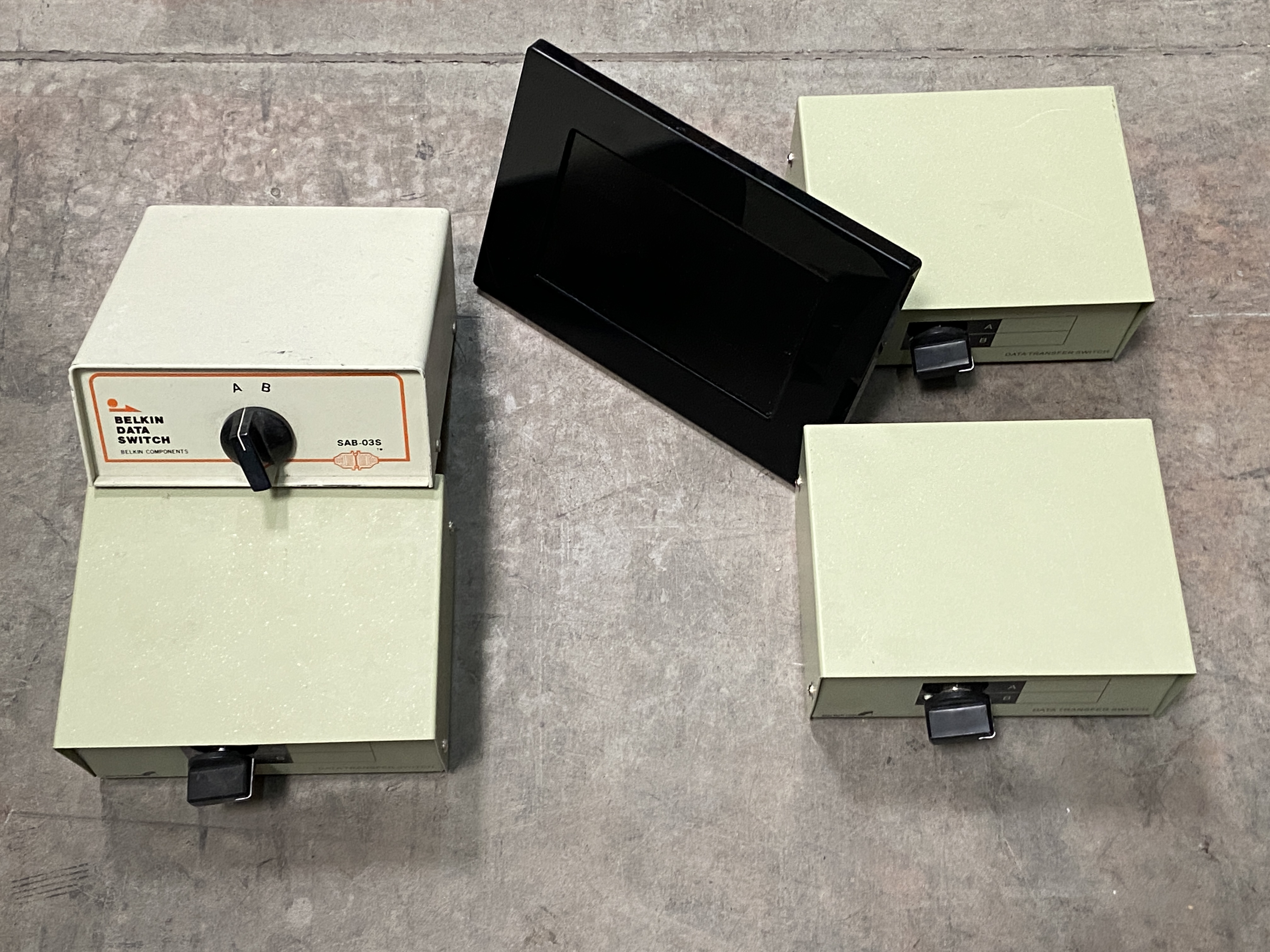 Lot 1U - 4 Data Transfer Switches and Photo Frame, Belkin, StarTech, Sony