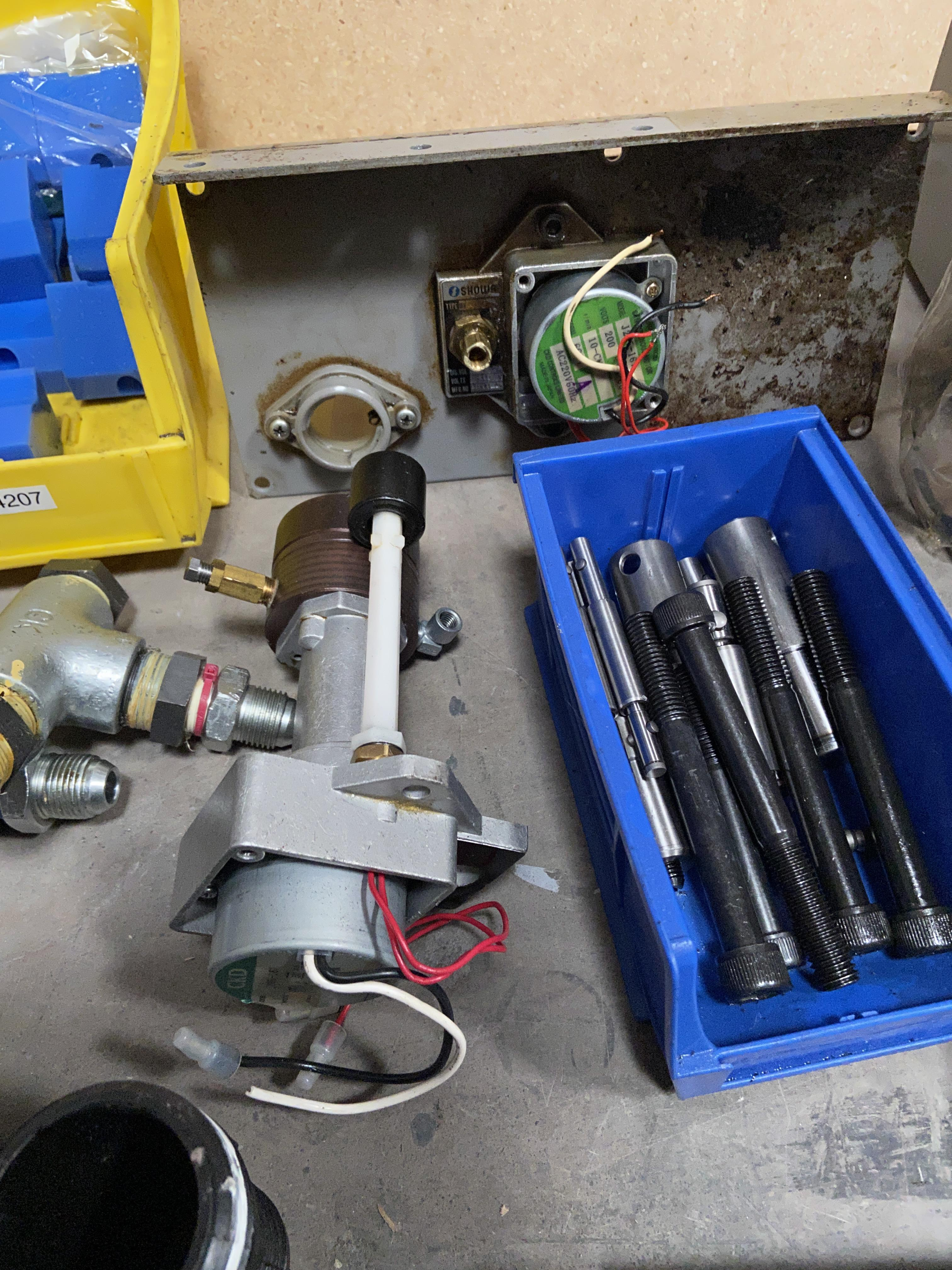 Lot 1D - Mixed lot of Machine Parts for Industrial Machinery, Oil Regulator Unit Etc