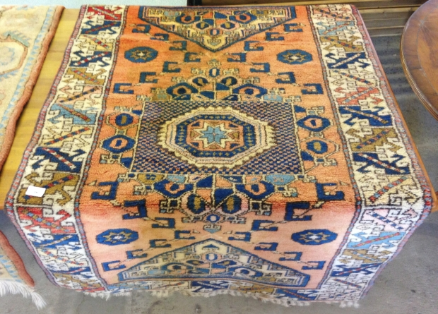 Lot 241 - A vintage Canakkale Turkish wool rug. 140 x 91cm = (1.27m²).