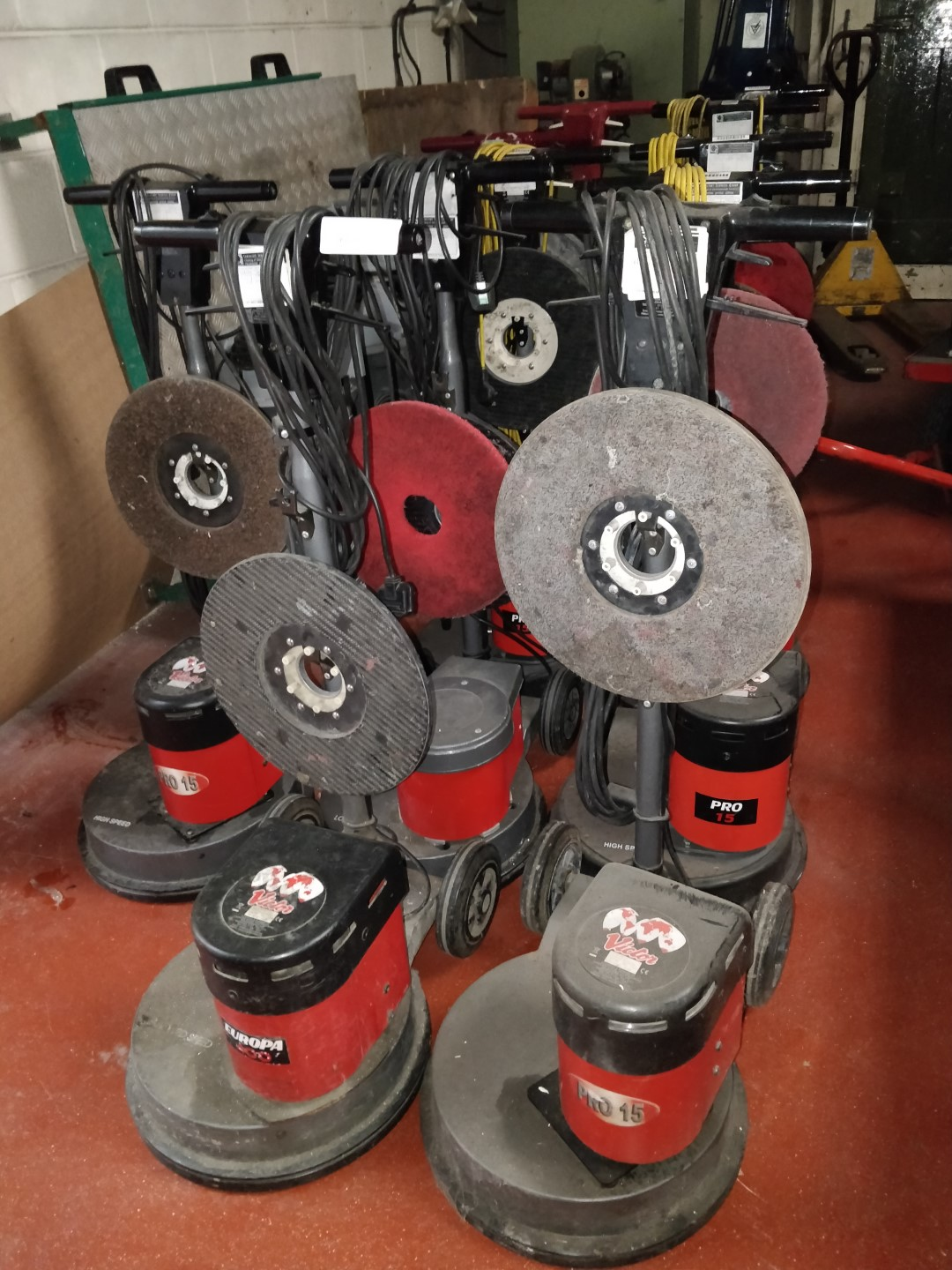 Lot 10 - 1 x Victor Contractor 400 Floor Buffer Polisher - Includes 15 Inch Base Disc as Pictured 240v -