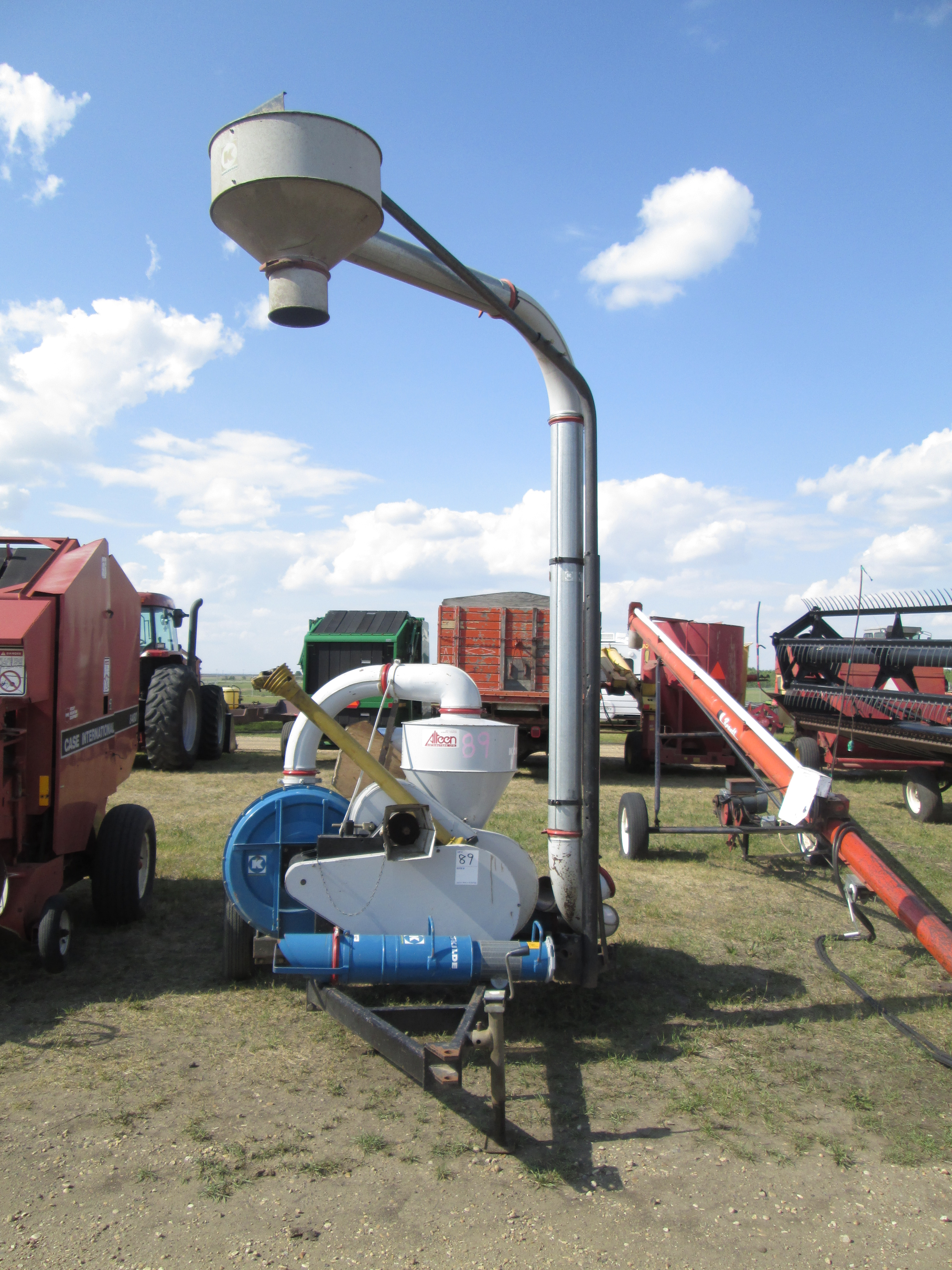KONGSKILDE 300 GRAIN VAC, C/W HOSES , GOOD WORKING ORDER, LOT 89