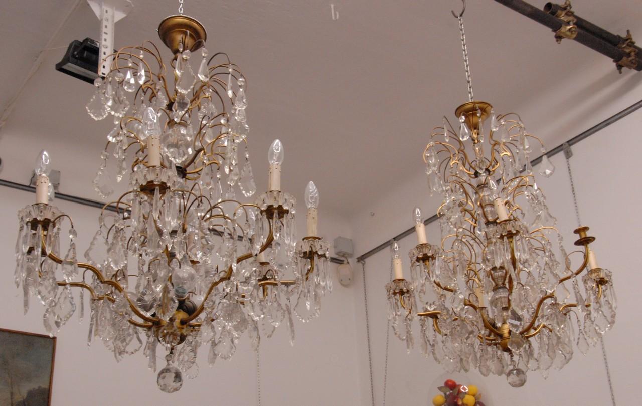 Lampadario Antico A Gocce : Coppia di lampadari otto bracci e undici luci in ottone con gocce