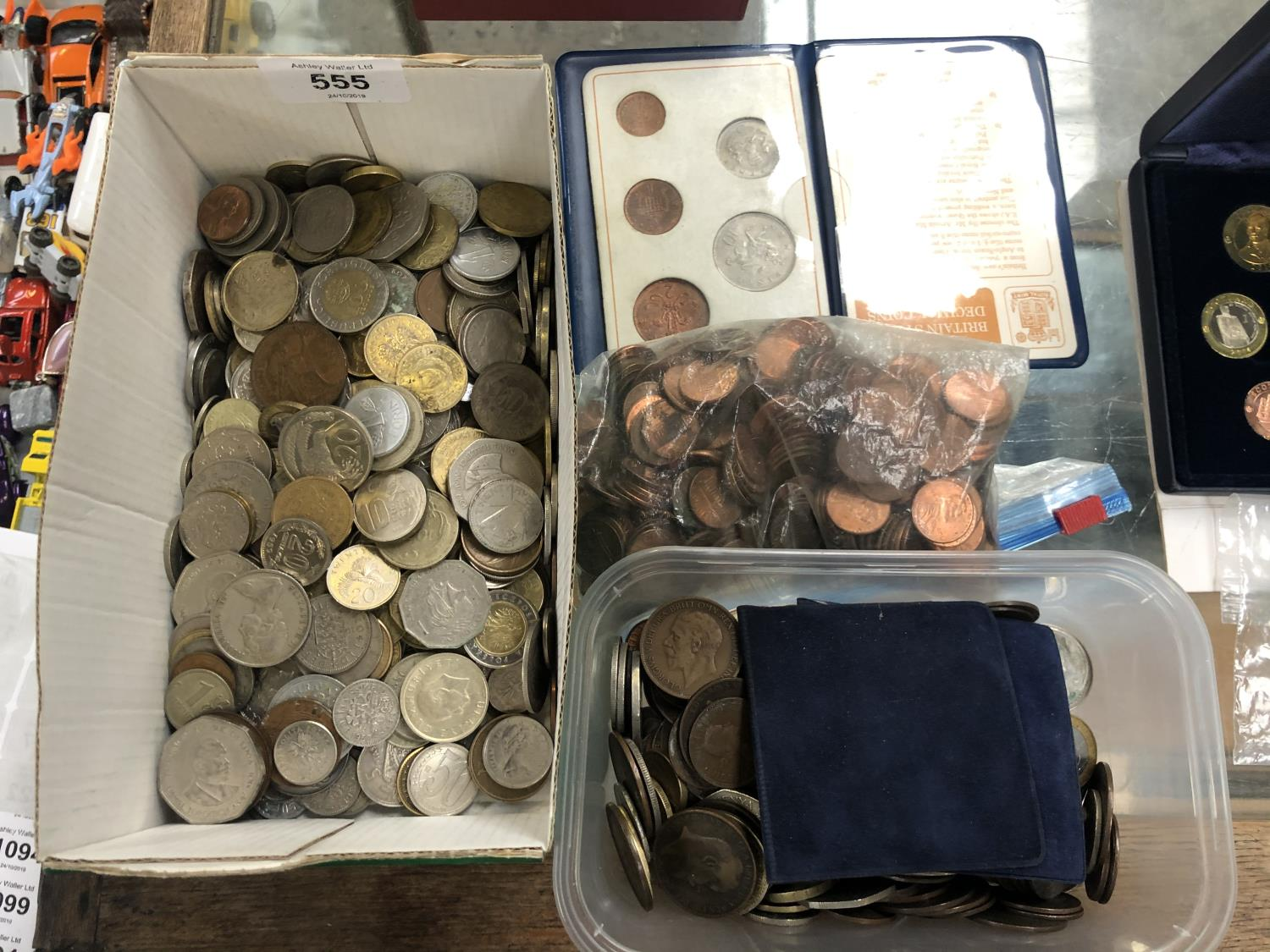Lot 555 - A MIXED LOT OF COINAGE, BAG OF AMERICAN CENTS, DECIMAL COIN SET, TWO BOXES OF MIXED COINS (QTY)