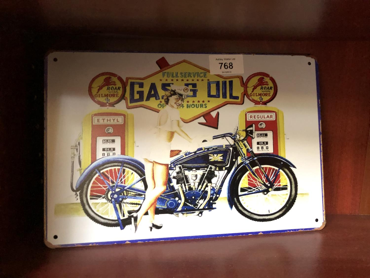 Lot 768 - A VINTAGE STYLE 'GAS & OIL FULL SERVICE' METAL SIGN