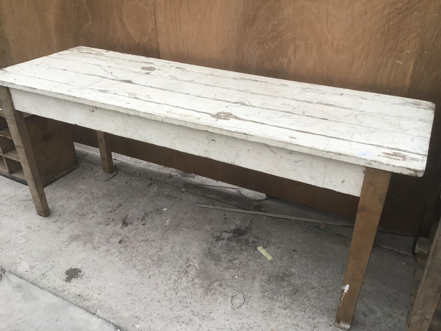 A VINTAGE WHITE PAINTED FARMHOUSE STYLE PINE TABLE