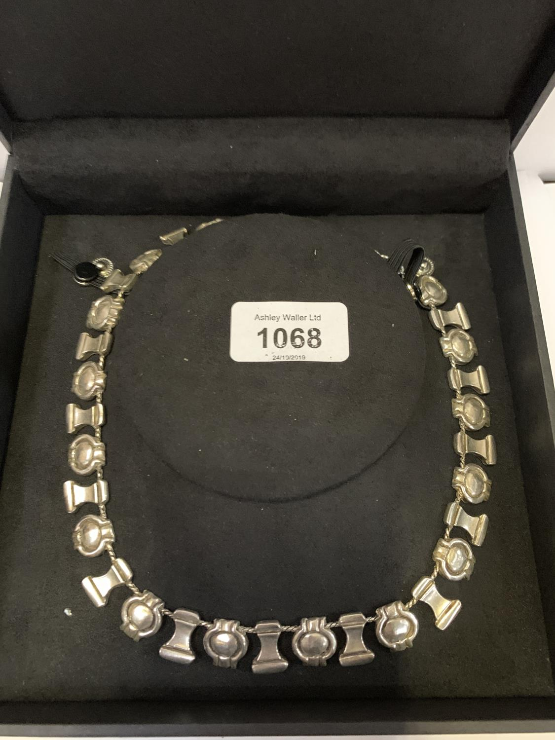 Lot 1068 - A BOXED WHITE METAL NECKLACE