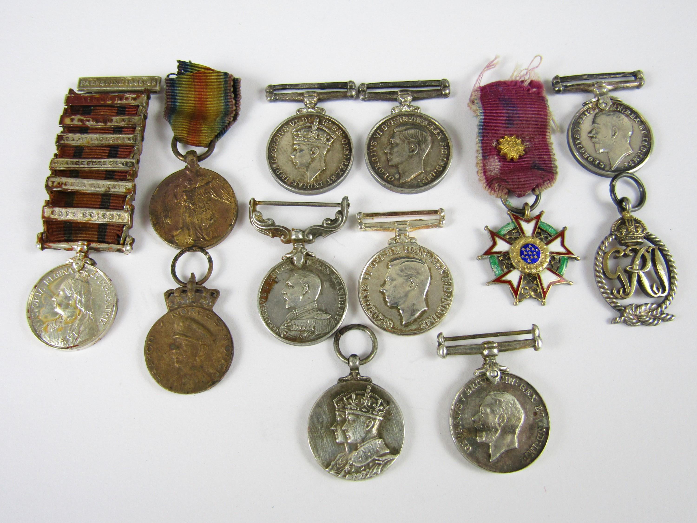 Lot 32 - A quantity of medal miniatures