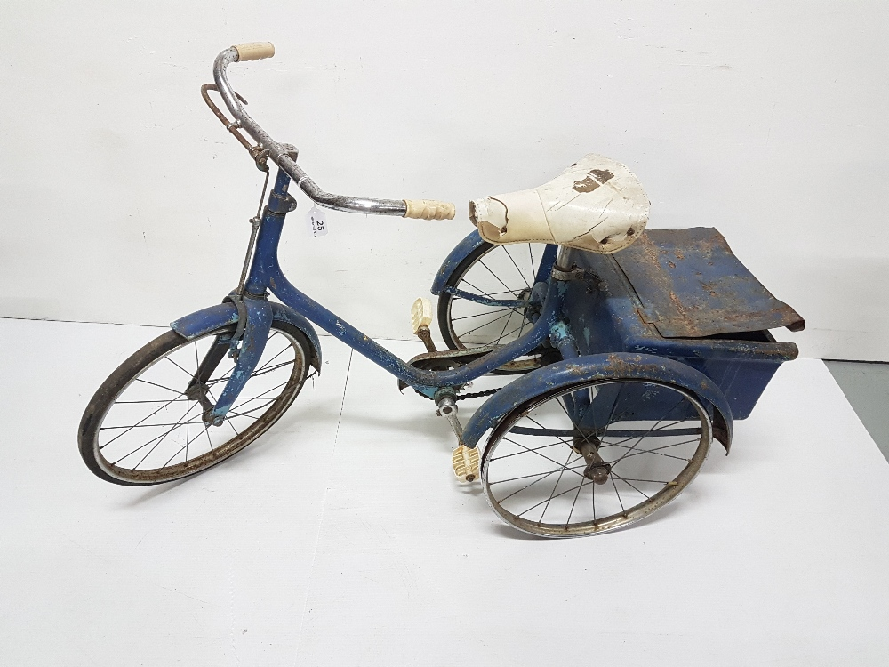 Lot 25 - Child's tricycle with rear metal basket, spoke wheels (one tyre missing)