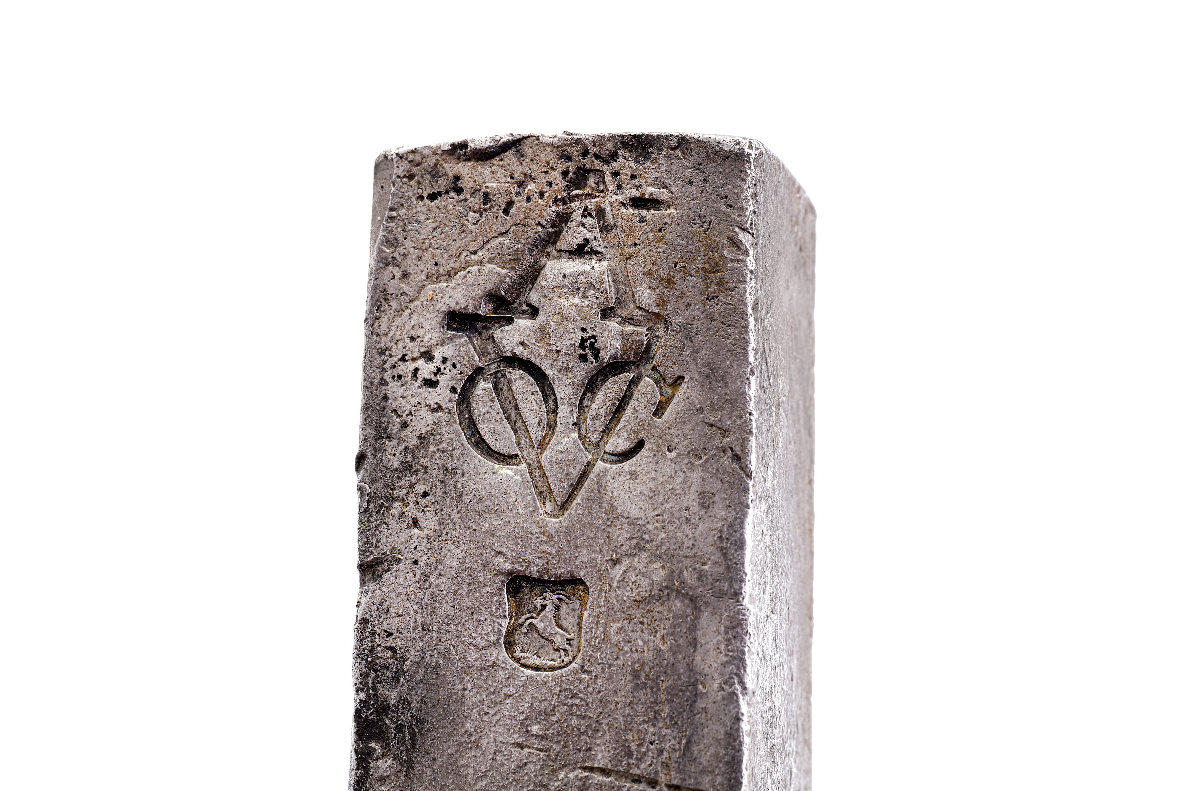 Lot 55 - A DUTCH EAST INDIA COMPANY (V.O.C.) SILVER INGOT FROM THE ROOSWIJK CARGO STAMPED WITH THE MARK OF TH