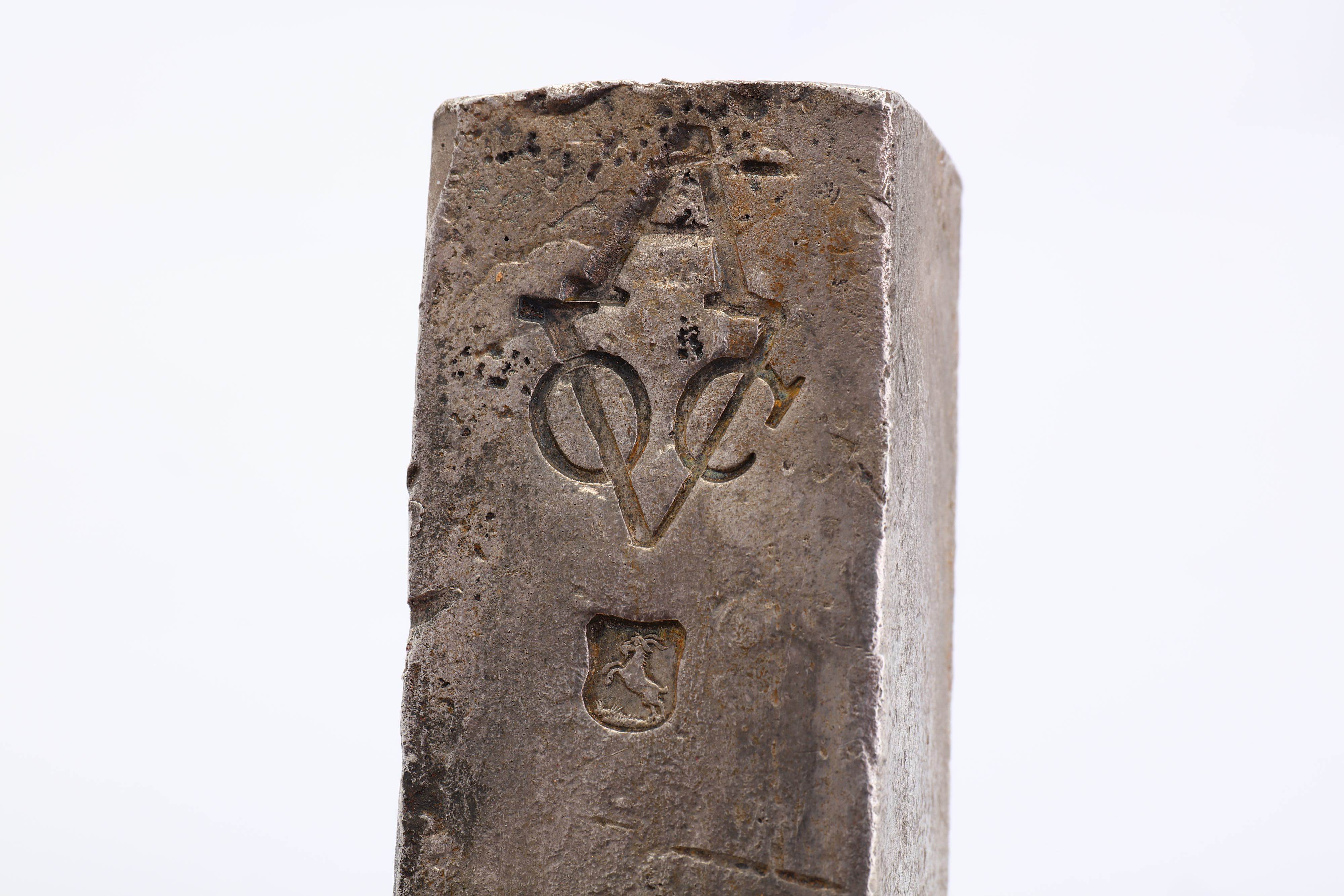 A DUTCH EAST INDIA COMPANY (V.O.C.) SILVER INGOT FROM THE ROOSWIJK CARGO STAMPED WITH THE MARK OF TH - Image 3 of 5