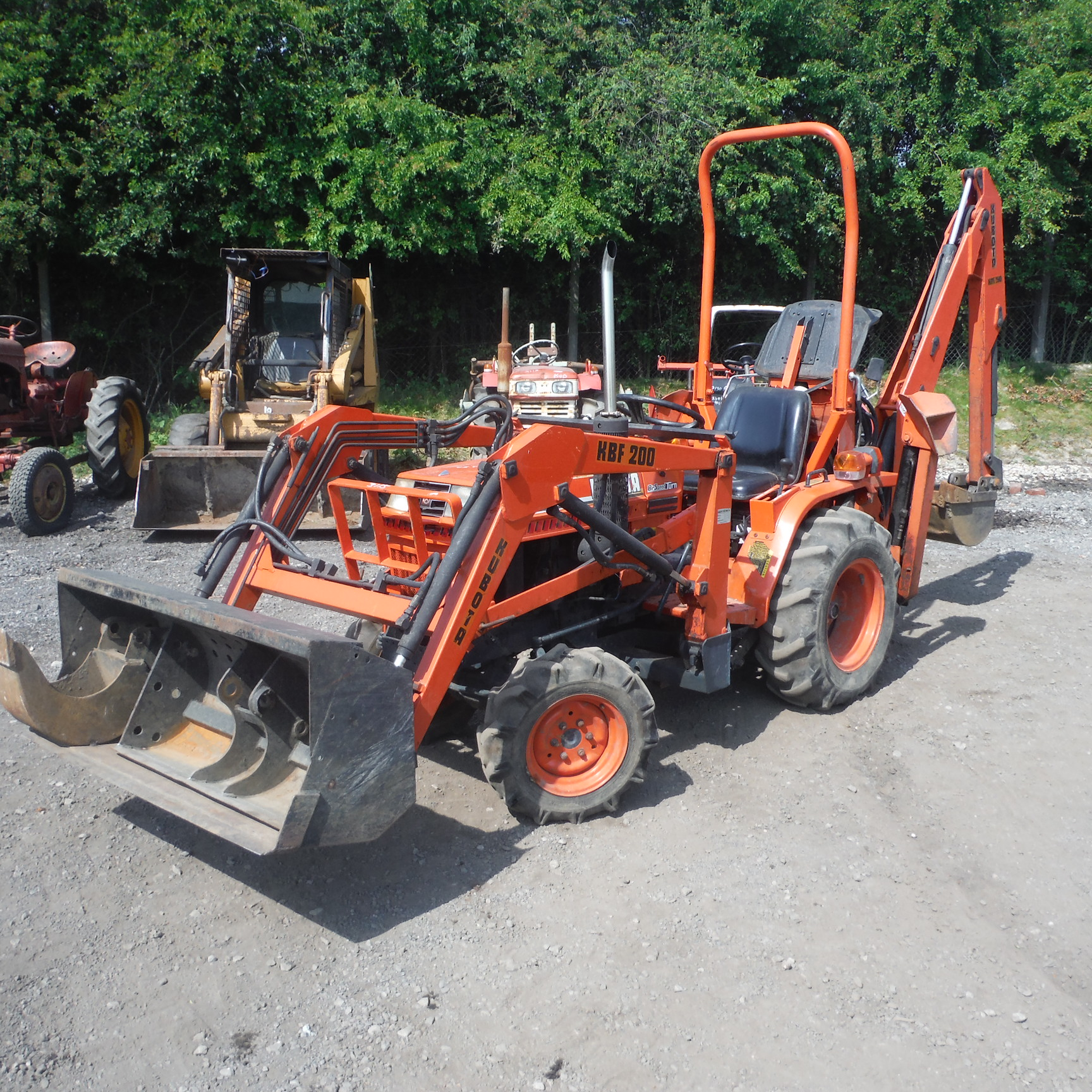 Kubota Backhoe Buckets : Kubota b wd compact tractor c w front loader backhoe