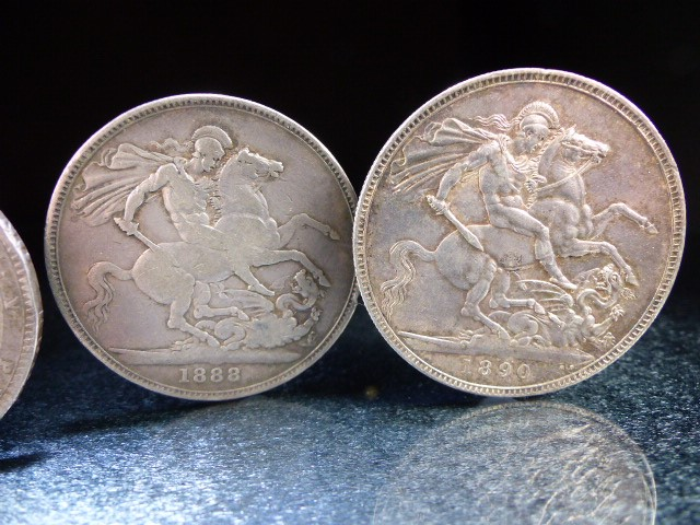 A Silver George III crown, 1819 and Victoria crowns 1888 & 1890 and a George V 1920 half crown. - Image 3 of 6