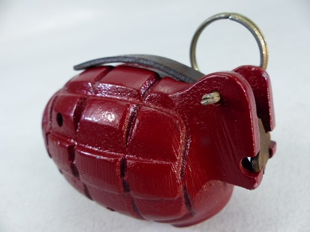 A WWII Mills No.36 hand grenade - demo/practice model with original pin - Image 5 of 5