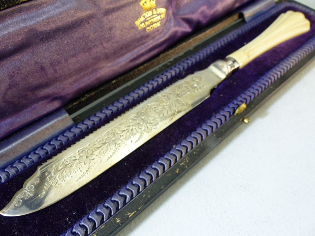 Hallmarked Silver serving knife by Cooper Brothers & Sons Ltd and sold by Breton & Sons Cork Ireland - Image 2 of 5