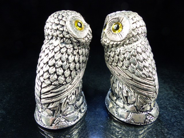 Pair of condiments in the form of owls - Image 2 of 5
