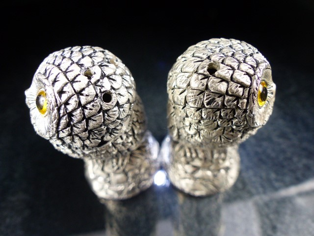 Pair of condiments in the form of owls - Image 4 of 5