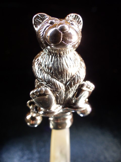 Sterling silver and mother of pearl babies rattle - Image 2 of 4