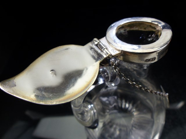 Noggin Glass flask with Hallmarked Silver Lid and collar and a Hallmarked Silver Whiskey plaque on - Image 3 of 5