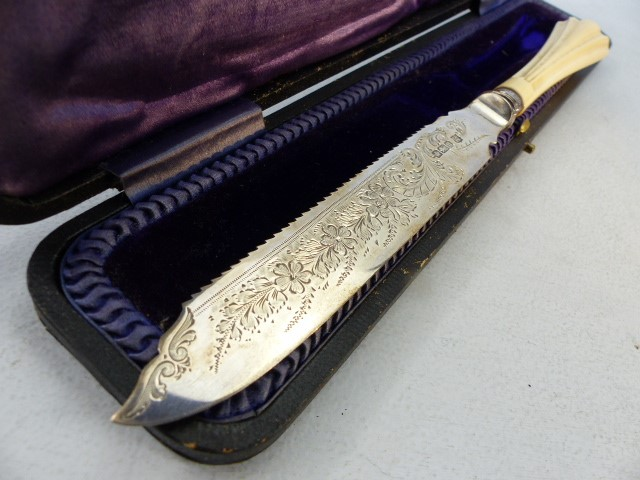Hallmarked Silver serving knife by Cooper Brothers & Sons Ltd and sold by Breton & Sons Cork Ireland - Image 5 of 5