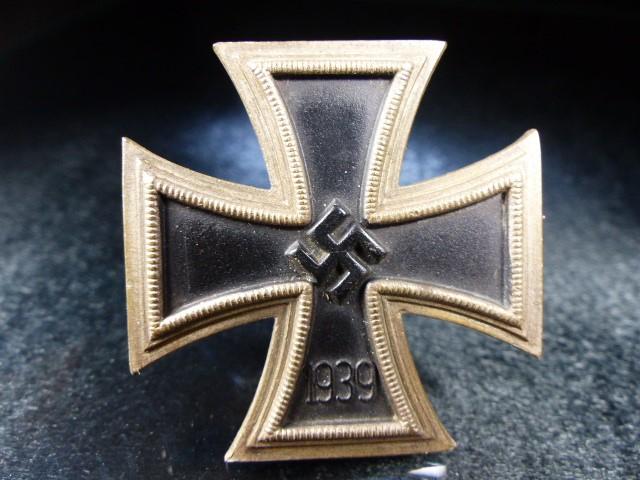 Nazi WWII medal Swastika emblem 1939 - Image 2 of 3