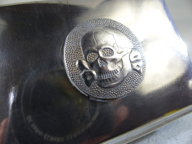 Silver cigarette/ card box marked 800 to the reverse the lid surmounted with a skull and cross bones - Image 4 of 6