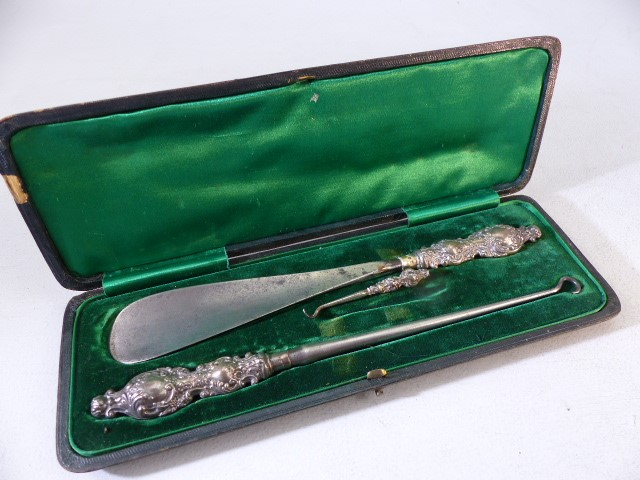 Hallmarked silver handled shoe horn and button pull boxed set